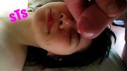 [한국야동] 얼굴에 정액범벅되자 너무 좋아하는 여친
