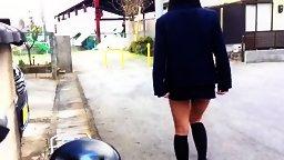短いスカートのノーパン制服JKが道路で尻穴全開の露出くぱぁ!個人撮影 無修正ハメピ-ShyAV - KissJAV